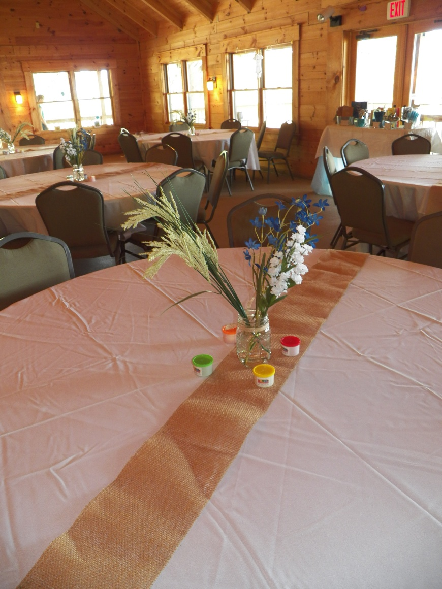 Simple table settings to fit the lowcountry vibe:)