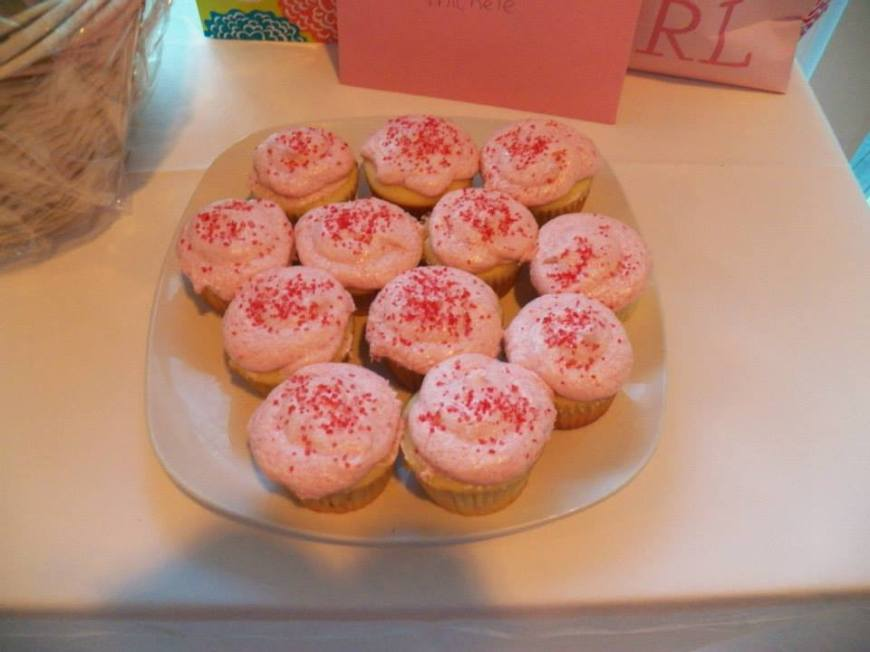 My friend Leigh made these amazing cupcakes! Homemade and with jelly in them.
