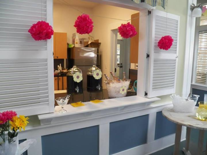 Drink Station. Water, Sweet Tea, Unsweet Tea and Sparkling Pink Lemonade.